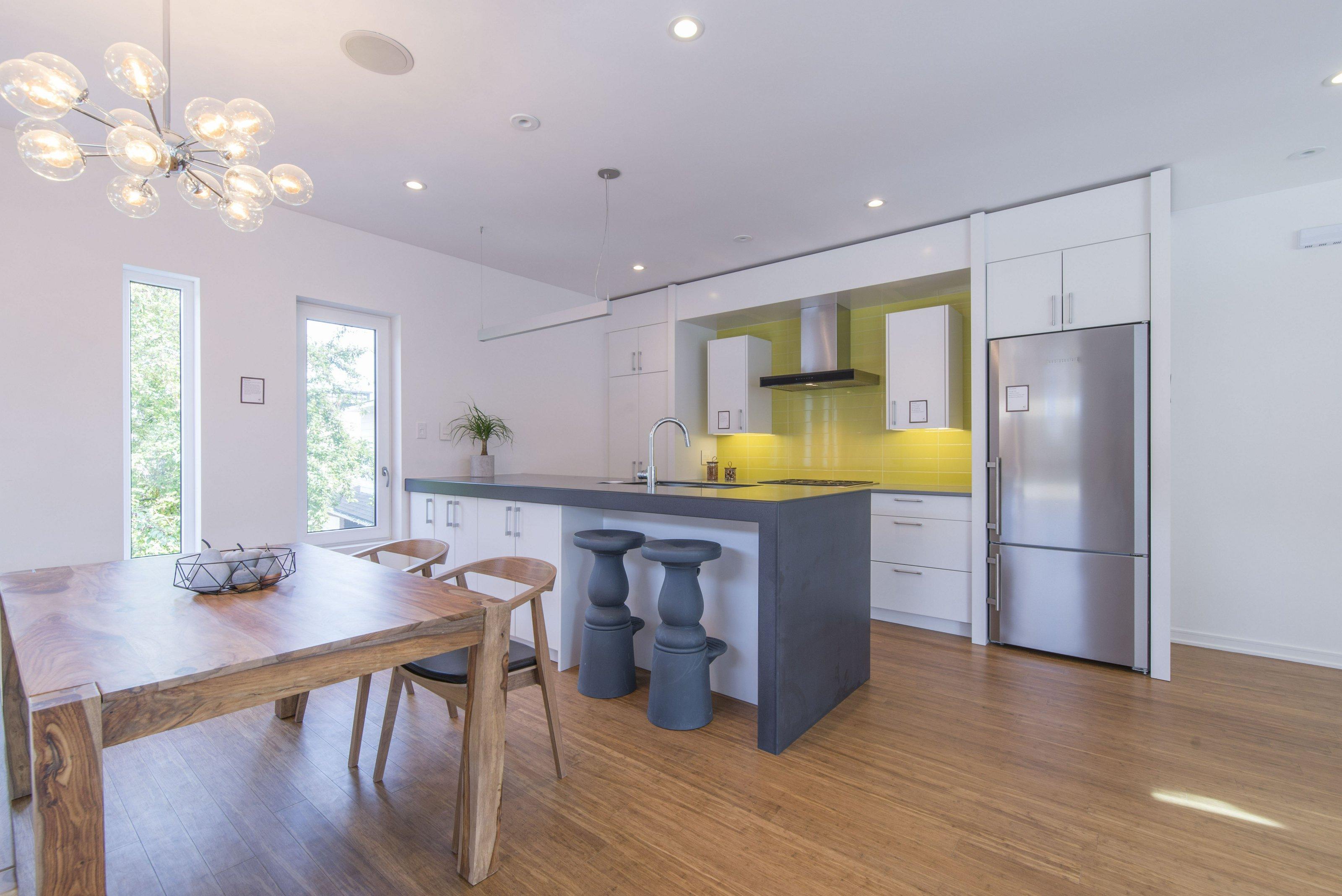 The beautiful bright kitchen.