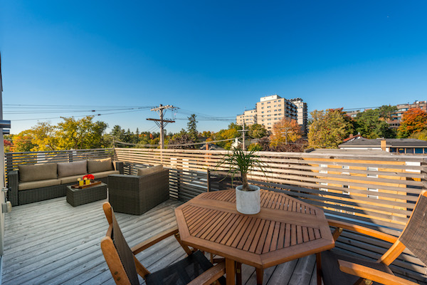 Lots of room for seating and dinning on the rooftop.